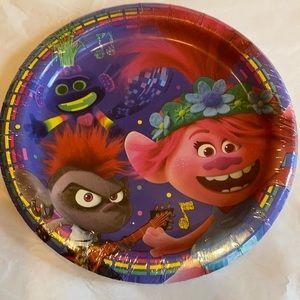 8/$16 Trolls World Tour Cake Plates 8 Ct